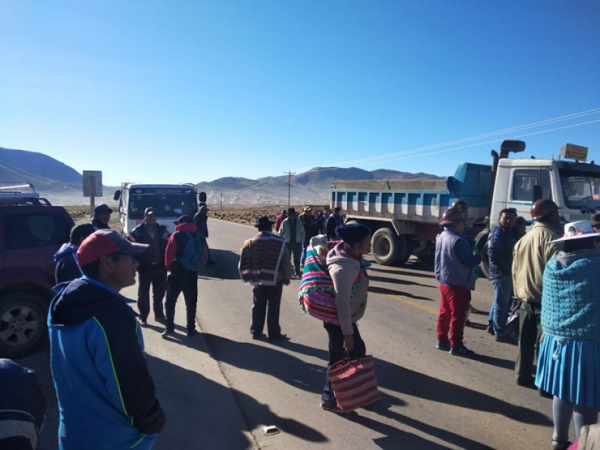 El camino Potosí - Uyuni se mantuvo cerrado hasta las 7:00 de hoy