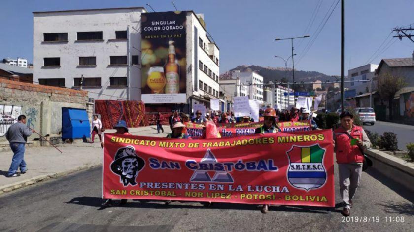 Los mineros de San Cristóbal mantienen paro de labores