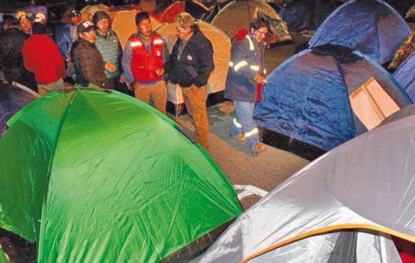 Potosinos se movilizan en La Paz por sus demandas