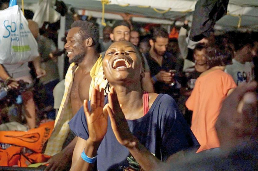 """El """"Open Arms"""" desembarca finalmente en Lampedusa"""