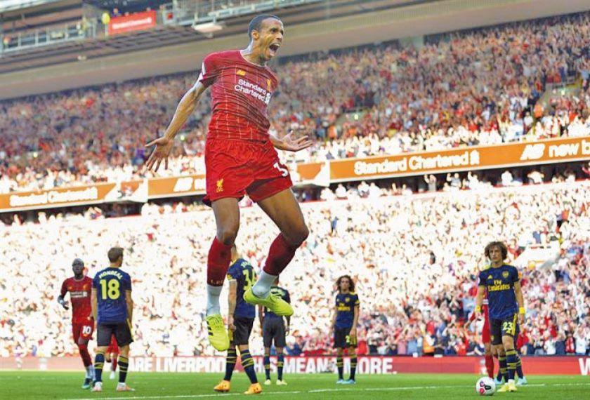 El Liverpool gana y devuelve al Arsenal a las tinieblas