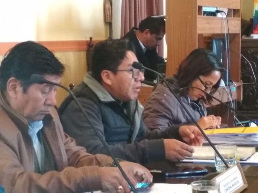 Concejal se reintegra al trabajo luego de viaje internacional
