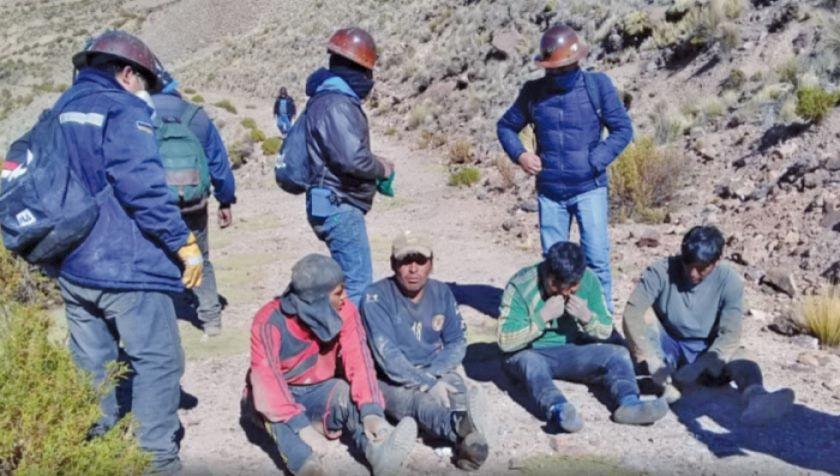 """Trabajadores mineros detienen a ocho """"jucus"""" y los entregan a la Policía"""