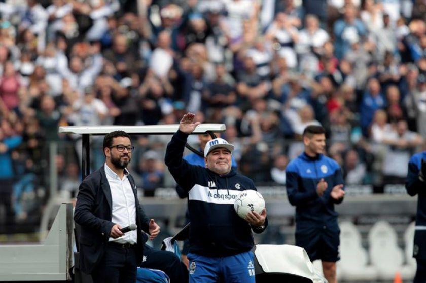 Maradona tuvo un emotivo recibimiento