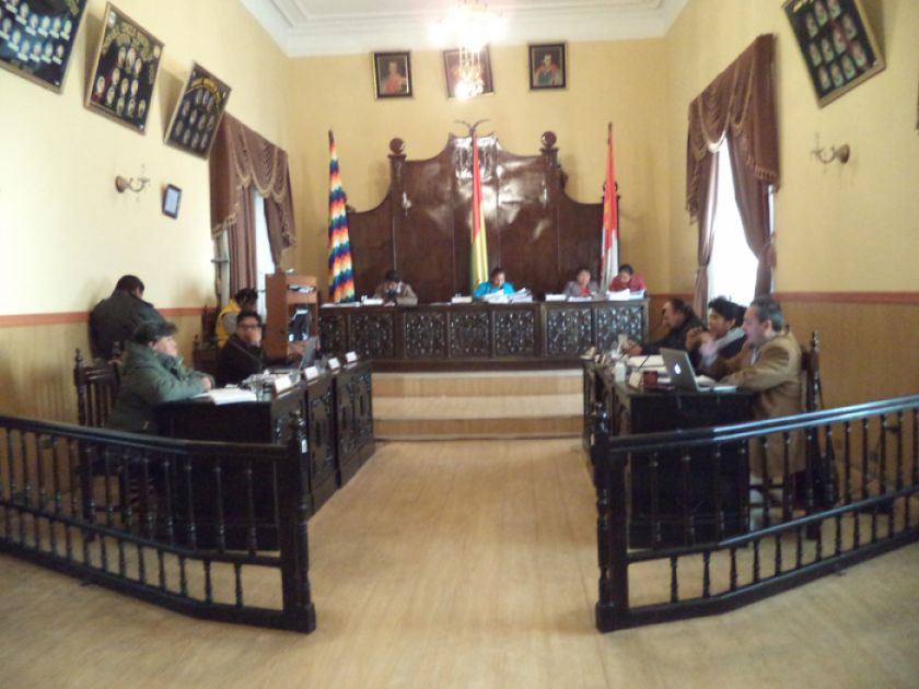 Concejales pospopen tratar la solicitud de  retorno de Ximena Prieto