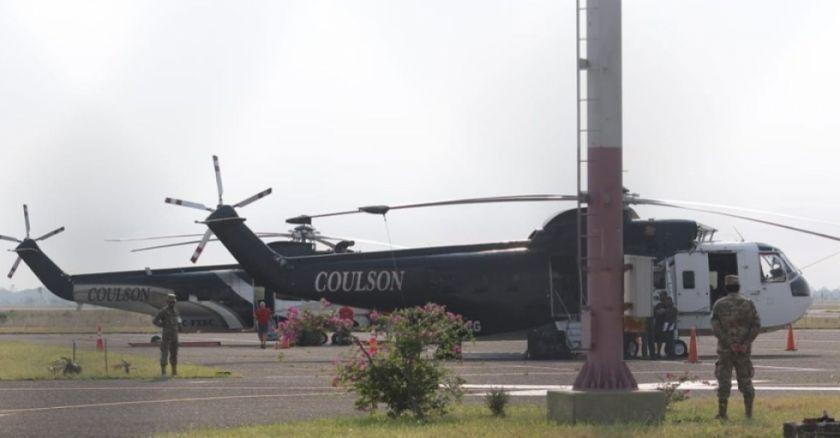 Dos helicópteros Sikorsky llegan para apoyar en las tareas contra incendios