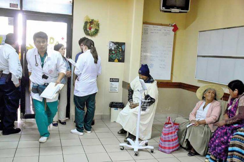 La COB plantea que médicos del sector público trabajen 8 horas