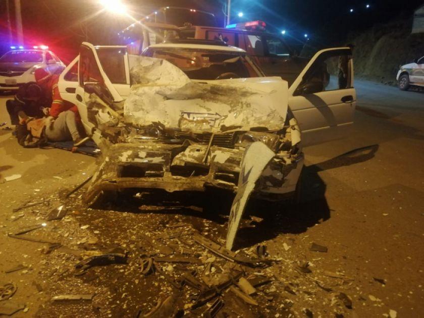 Colisión de dos vehículos provoca tres heridos