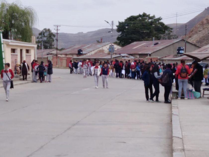 Universitarios marcharon en contra de los avasallamientos