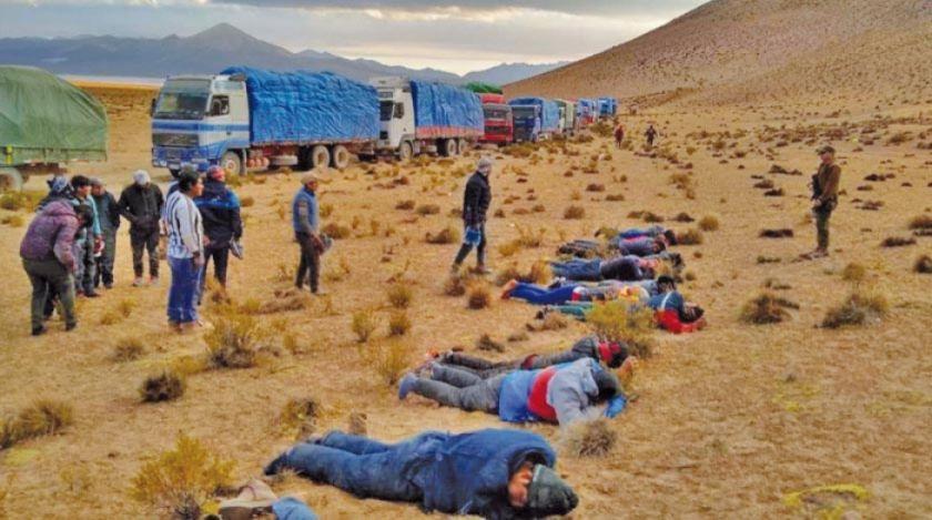 Chile: sorprenden a 57 bolivianos en camiones con mercaderia ilegal