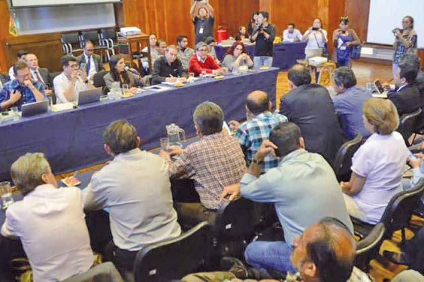 Colegio Médico acepta retomar el diálogo con el Gobierno este lunes