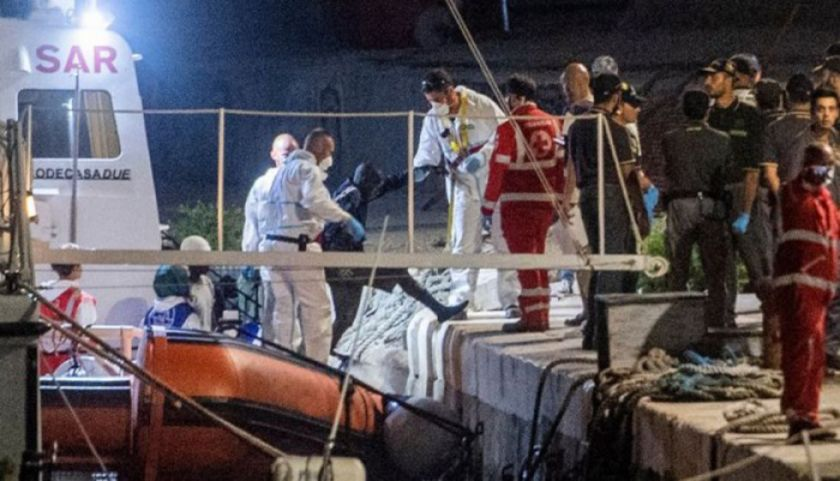 Desembarcan migrantes en el puerto de Lampedusa