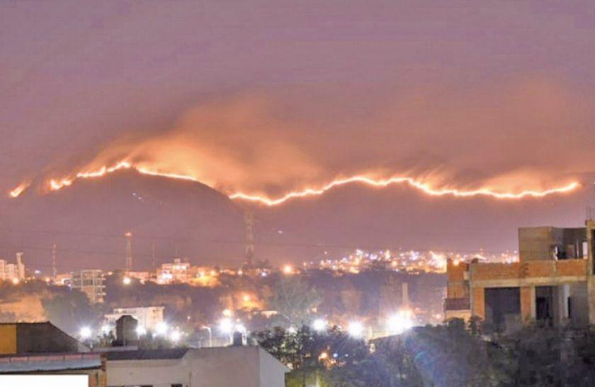 Tarija: Se extiende un incendio que amenaza a zonas pobladas