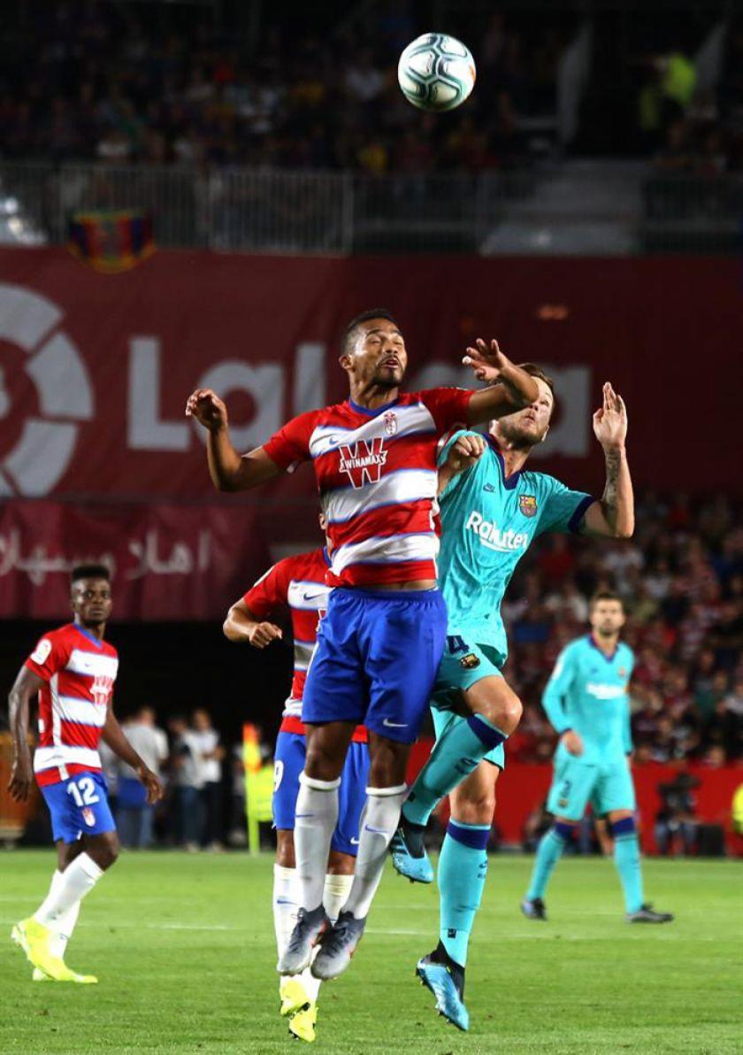 Un flojo y decepcionante Barcelona cae ante Granada