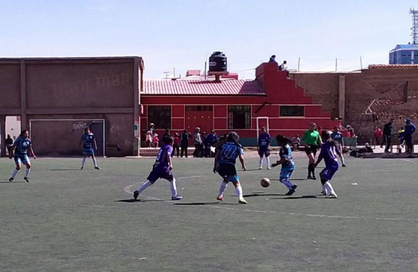 El equipo femenino de Real gana por la mínima diferencia a Sinchi Wayra