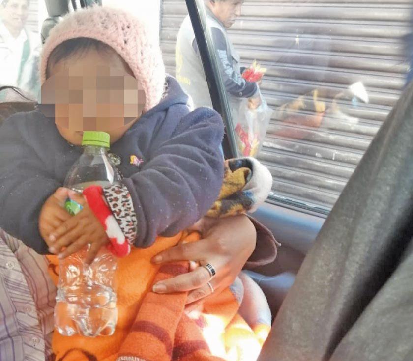 Madre abandona a su hija por  beber alcohol con su amiga