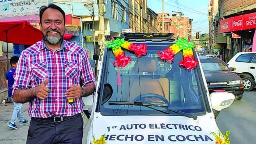 El primer auto eléctrico ensamblado en Bolivia no puede circular porque no es importado