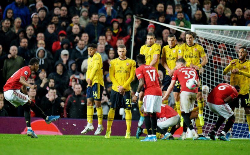 Arsenal iguala ante United con ayuda del VAR