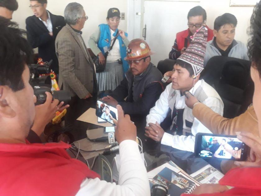 Acarapi insta al diálogo y lamenta la violencia