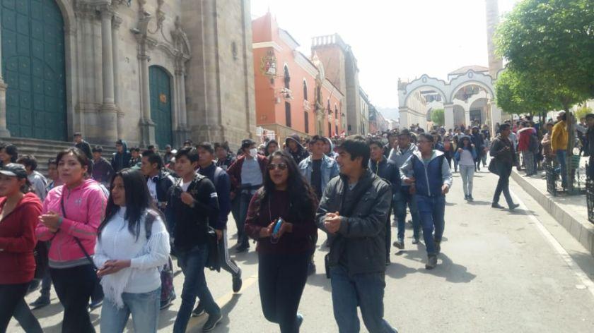 Universitarios de la UATF se suman a marcha y cabildo