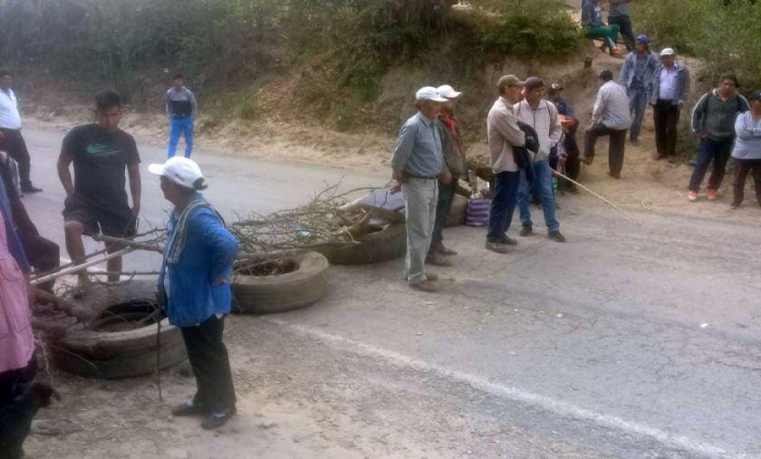 Comunarios bloquearon en defensa de árboles ante nuevos asentamientos