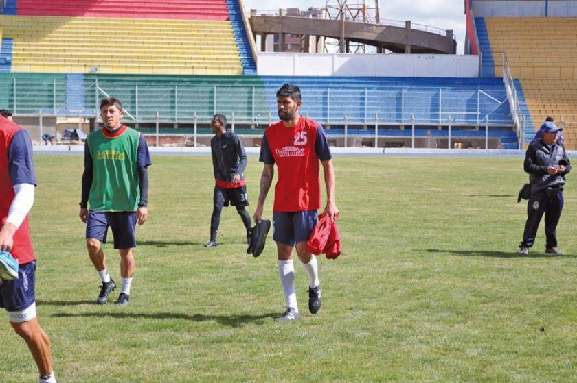 Ferrufino prueba con Tordoya en la defensa de Real Potosí