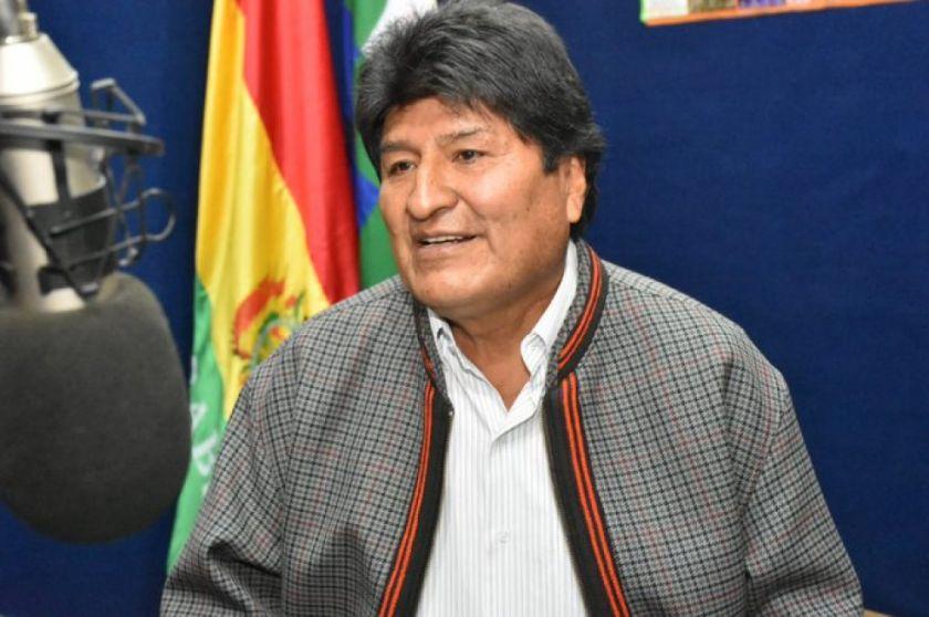 Morales elude responder si renunciará y deja en manos de movimientos sociales