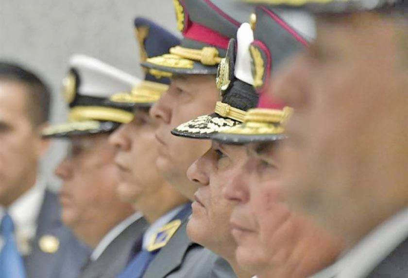FF.AA. dicen que velarán por la democracia y la unidad de los bolivianos