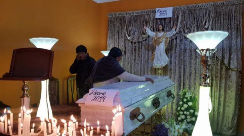 Familiares y amigos velan a Limbert Guzmán, víctima de los enfrentamientos en Cochabamba