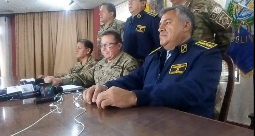 Fuerzas Armadas sugieren a Evo que renuncie