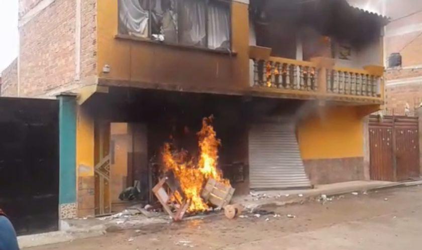 Prenden fuego en la casa de Víctor Borda