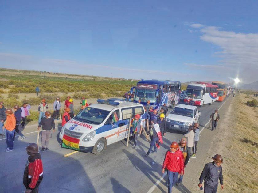 Caravana sigue viaje a La Paz para consolidar renuncia
