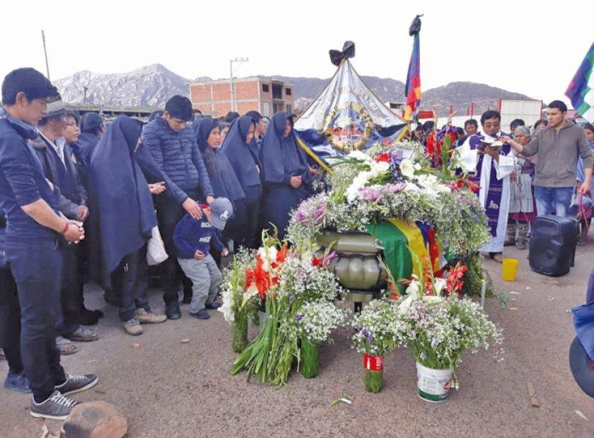 Campesinos mantienen bloqueo sobre la carretera Sucre-Potosí