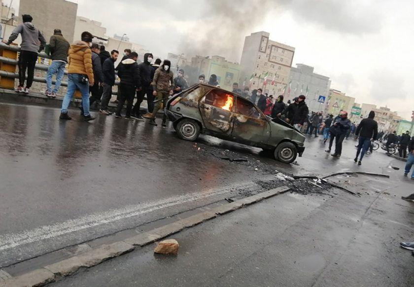 Irán: fuertes protestas por alza de la gasolina