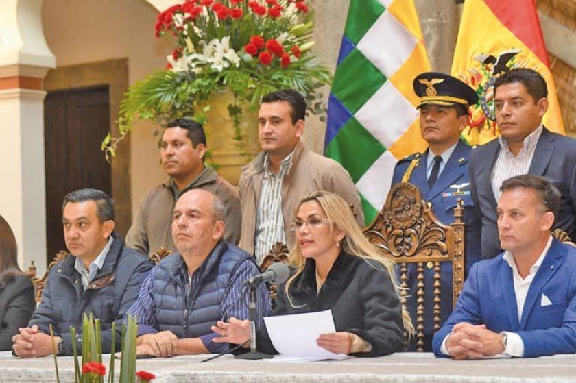Áñez advierte que no promulgará ley que da amnistía a Evo y Álvaro