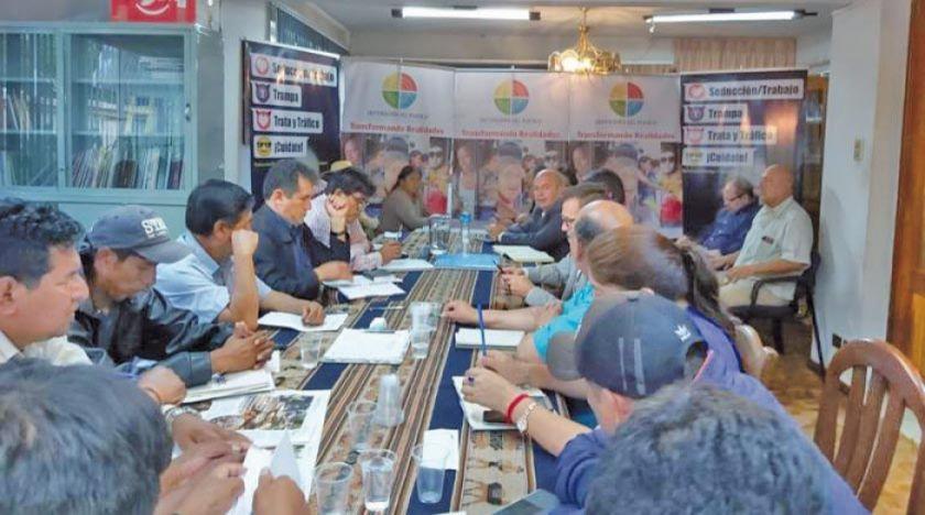 Gobierno y los sectores sociales acuerdan pacificar Cochabamba