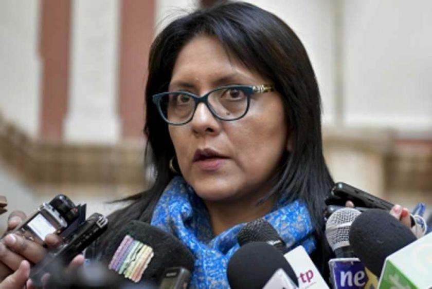 Exministra López escapó a Argentina y activan procesos por el caso Neurona