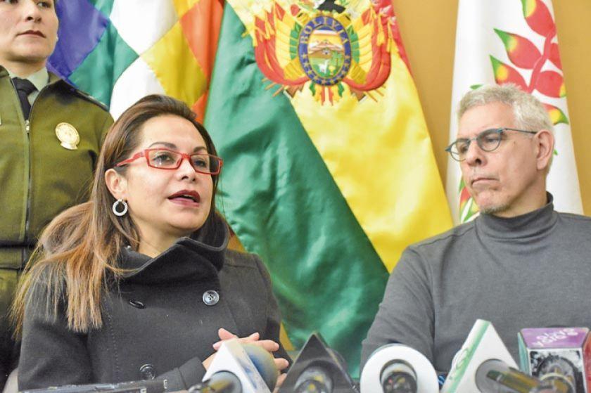 Escritor Lechín retorna tras ser víctima de persecución