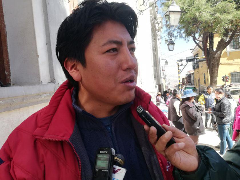 Sugieren separar aguas a Pumari: cívico o político