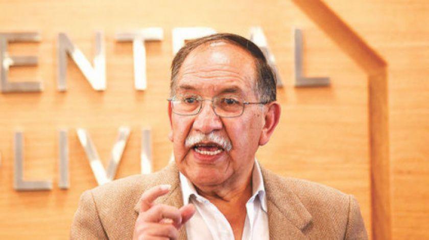 Edgar Ramírez sigue de director de archivo minero
