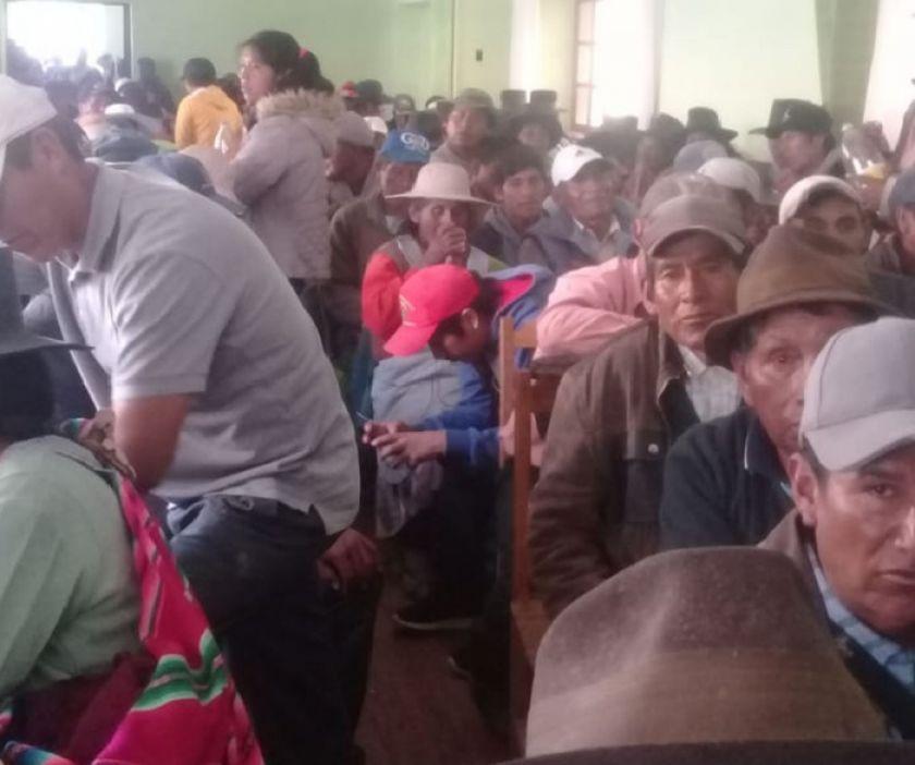 Evitan bloqueo de la vía Potosí  Sucre con firma de un acuerdo