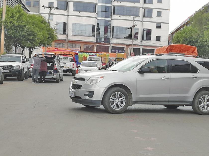 Cierre del puente Caracol genera airada protesta de conductores de autos