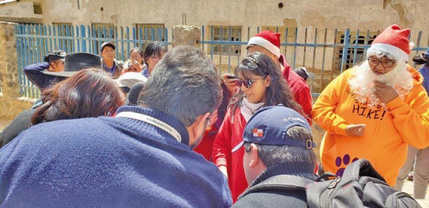 Fiscalía entrega canastones a huérfanos por feminicidio