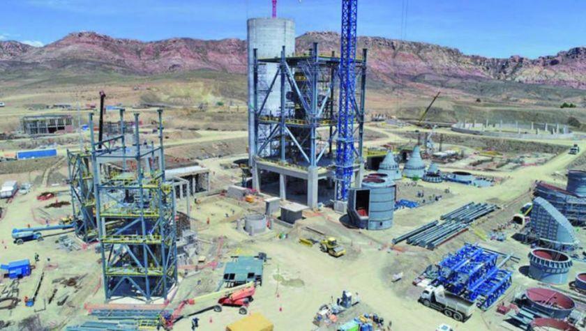 Gobernación gestiona reinicio de obras en la fábrica de cemento