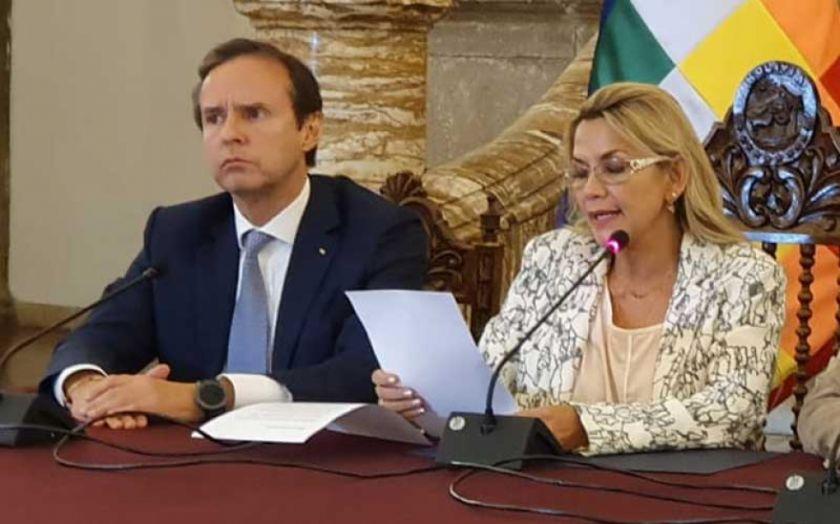 Tuto deja el cargo de delegado presidencial de Jeanine Añez