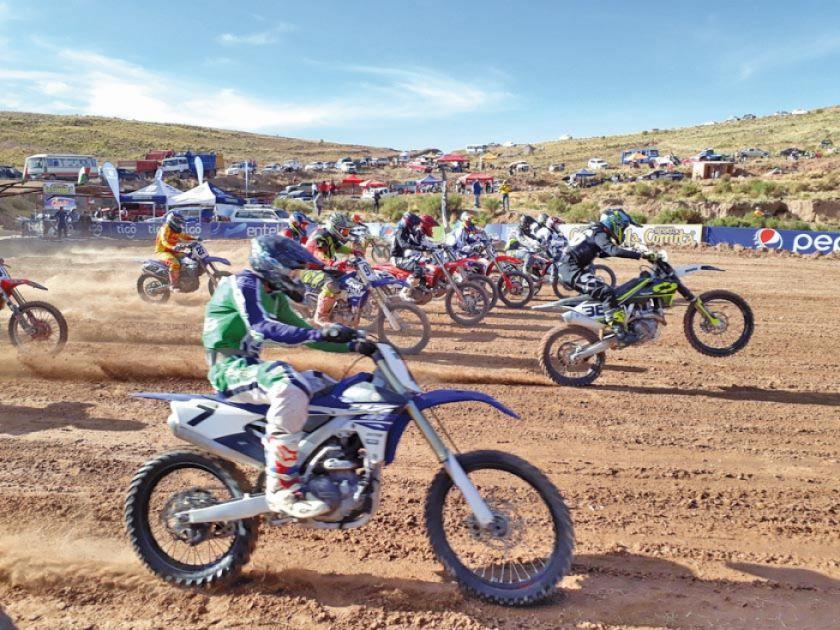 Más de 250 pilotos correrán en motos