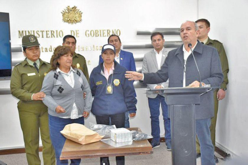 Gobierno: una allegada a Quintana llevaba dinero para evento de Evo