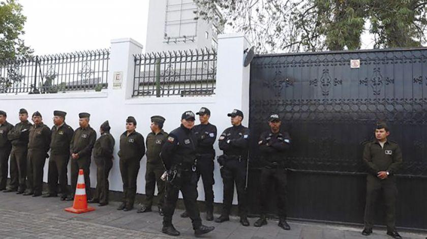Opositores ecuatorianos reciben asilo en México
