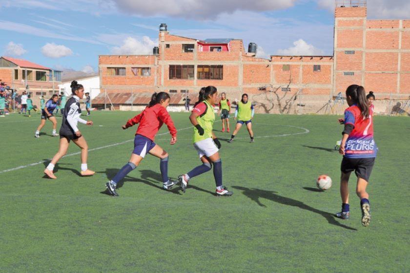 El técnico Delgado fortalece el trato del balón de la selección potosina de fútbol
