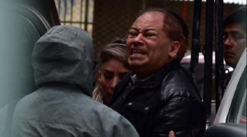 Policías arrestan al exministro Romero y lo llevan a la Fiscalía para que declare
